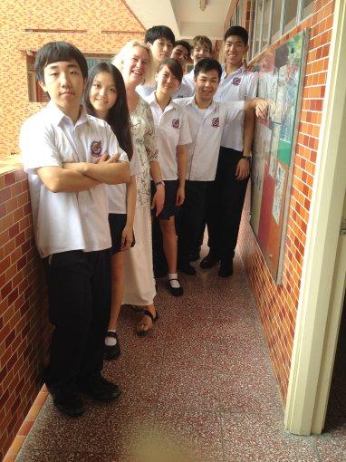 Laima Vincė su mokiniais Honkongo mokykloje