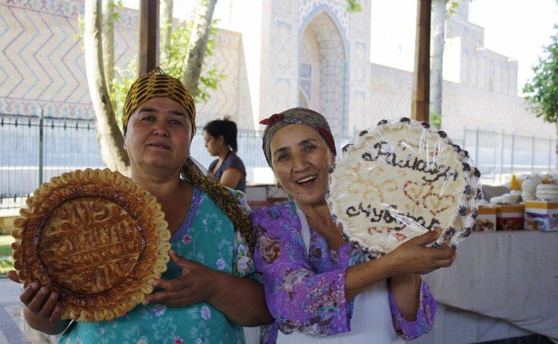 Uzbekai labai didžiuojasi savo duona ir kartais užtrunka valandų valandas ją dekoruodami