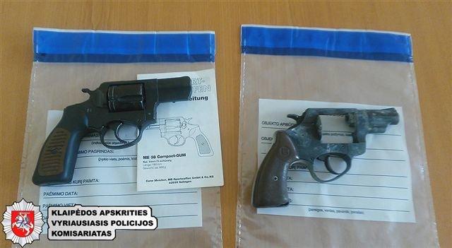 Pilietiškai nusiteikęs klaipėdietis pareigūnams padėjo išaiškinti neteisėtai ginklus laikiusius asmenis.