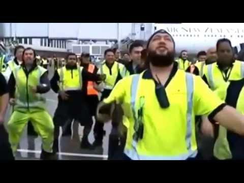 oro-uosto-darbuotoju-atliekama-haka-pasaulio-cempionams