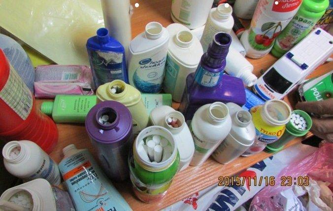 Muitinės departamentas/Cigaretes slėpė tuščiuose jogurto ir šveitiklių indeliuose