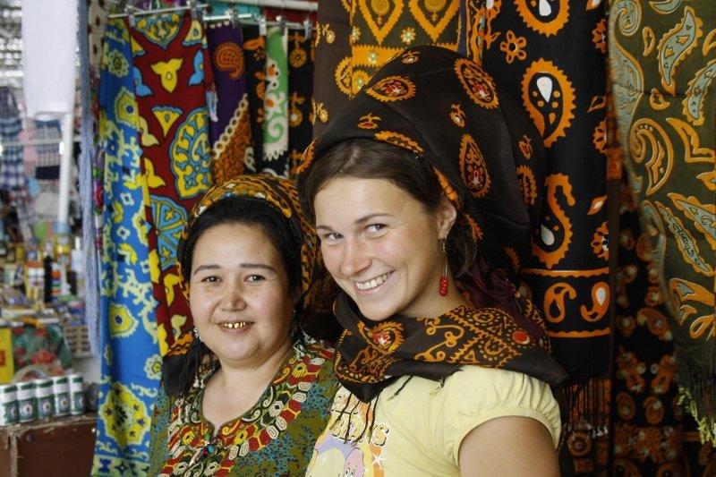 Jašmak – tradicinis turkmėnų moterų galvos apdangalas