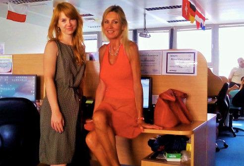 Asm.archyvo nuotr./Kristina su kolege Rima. Skambučių centre Sofijoje vienu metu dirbo iš viso trys lietuvės