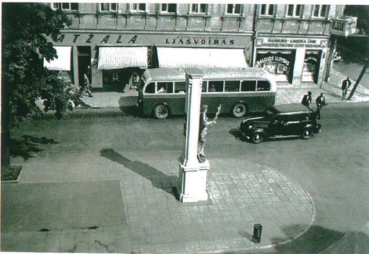 "Lengvasis automobilis ""Buick"" ir autobusas ""Mercedes-Benz"" Kaune, 1936 m."