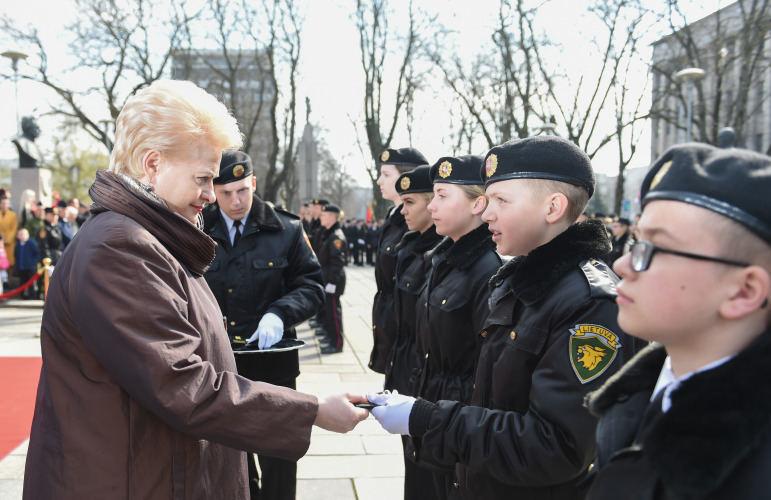 Prezidento kanceliarijos nuotraukos/ R. Dačkus/D.Grybauskaitė  sveikina Generolo Povilo Plechavičiaus mokyklos kadetus ir priima jų priesaikas