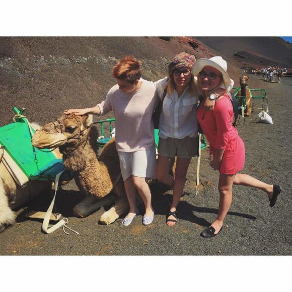 Asmeninio archyvo nuotr./Ievos Krivickaitės, Monikos Linkytės ir Gintarės Rimdžiūrės atostogų Lansarotės saloje akimirka