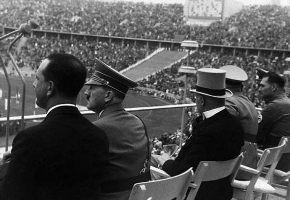 Adolfas Hitleris stebi žaidynes