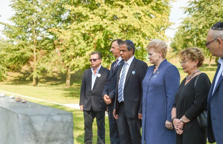 Prezidentė pagerbia Holokausto aukų atminimą