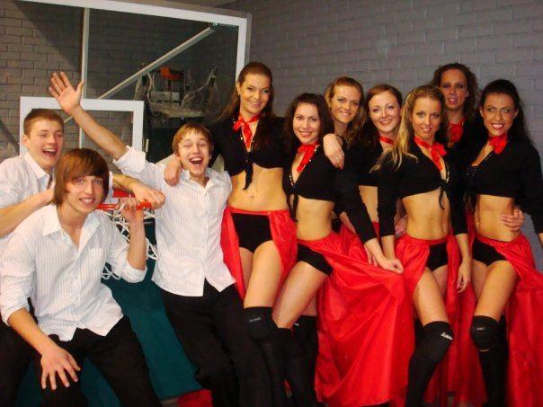 """Asmeninio albumo nuotr./""""Žalgirio"""" šokėjos 2009 metais"""