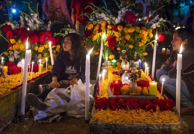 Meksika: naktis kapinėse