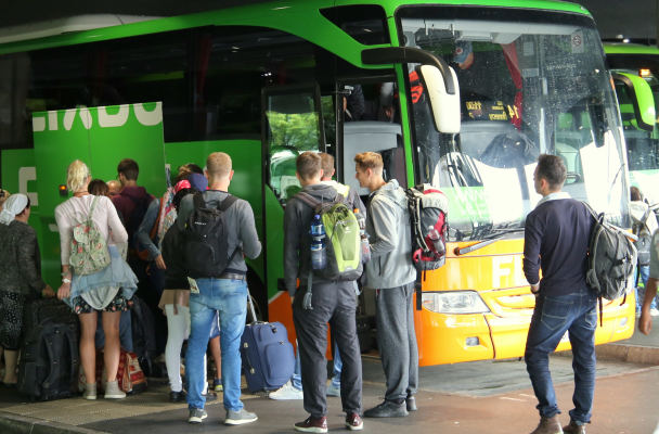 """Bendrovės """"Flixbus"""" autobusas ir keleiviai"""