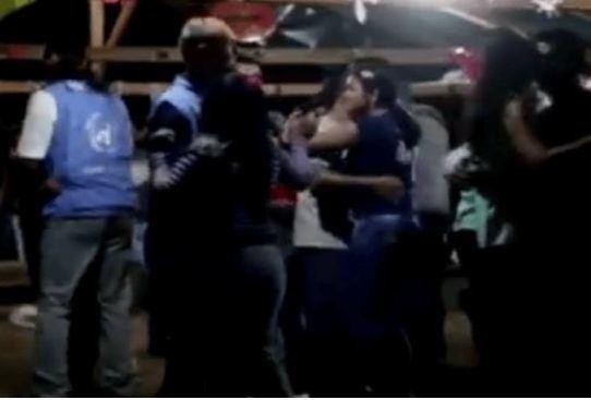 JT pasiuntinių šokiai Kolumbijoje su FARC narėmis