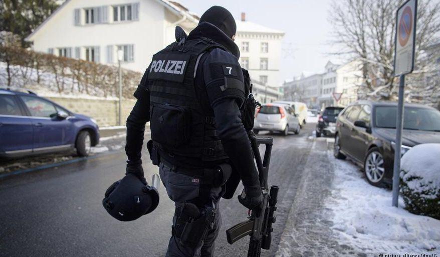 Užpuolikas sužeidė du policininkus ir nusišovė