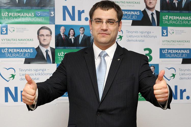 2016-ųjų rudenį bendražygį Vytautą Navicką konservatoriai siuntė į Seimo rinkimus – tuomet partijai jis atrodė tinkamiausias kandidatas, o šįkart tapo rakštimi