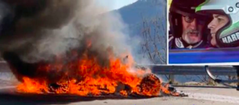 """""""Top Gear"""" žurnalistai sudegino automobilį"""