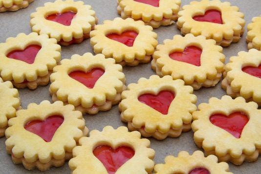 Širdelėmis dekoruoti sausainiai