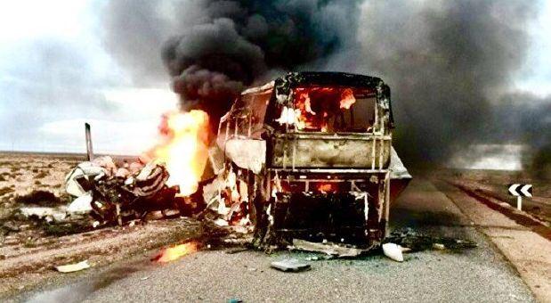 Saudo Arabijoje susidūrė autobusas ir benzinvežis