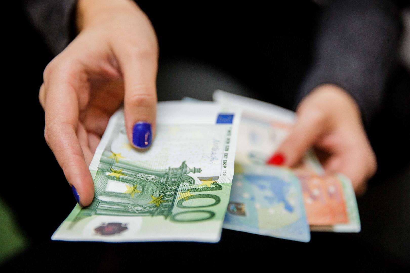 derybos dėl akcijų pasirinkimo algos wfc akcijų pasirinkimo sandoriai