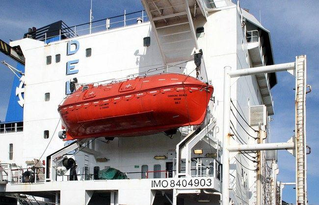 Modernus uždaras gelbėjimosi laivas