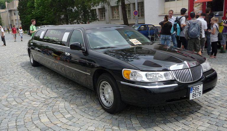 Iš trečiosios Lincoln Town Car kartos automobilių tikriausiai buvo sukurta daugiausiai limuzinų. (Pavel Ševela, Wikimedia(CC BY-SA 3.0)