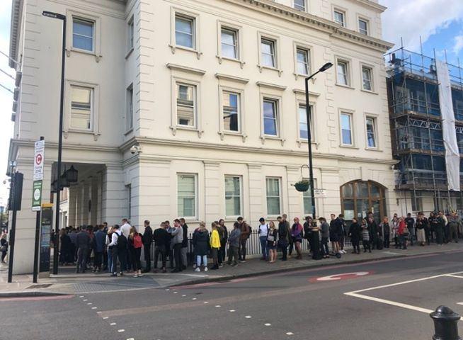19.10 val. Lietuvos laiku – eilė prie ambasados Jungtinėje Karalystėje