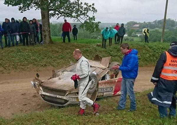 """""""Ralio fanatikų"""" nuotr.: E.Valeišos automobilis po avarijos"""