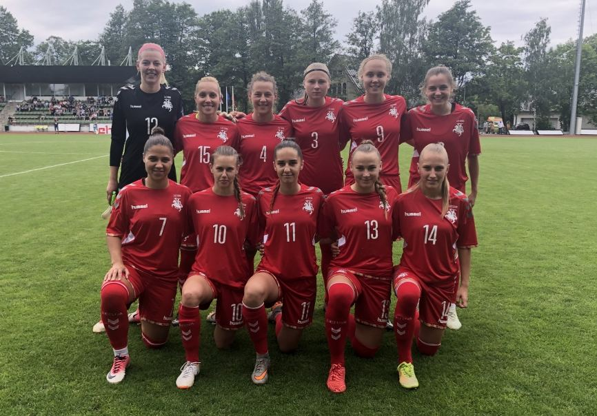 Lietuvos moterų futbolo rinktinė nusileido Latvijai 0:2.