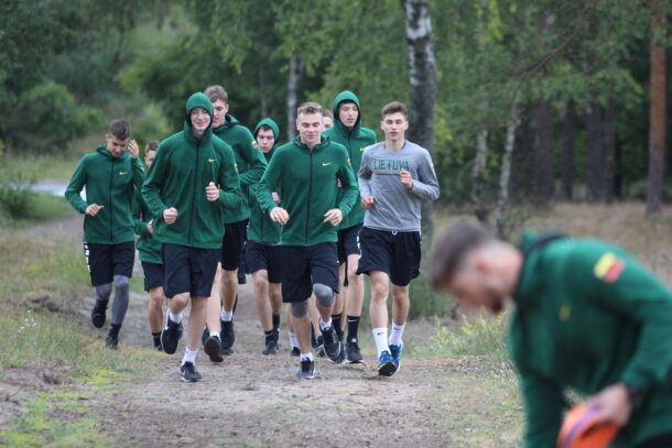Jaunučiai pradėjo pasiruošimą Europos čempionatui