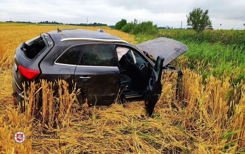 """""""Audi Q5"""" avarijos vietoje"""