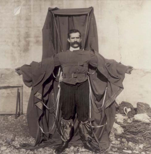 Franzas Reicheltas su savo pagamintu parašiuto kostiumu