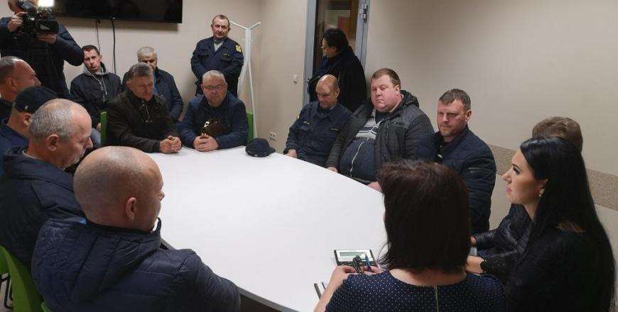 Alytaus rajono ugniagesiai dėkojo savivaldybės vadovams ir džiaugėsi, kad jų interesai buvo apginti