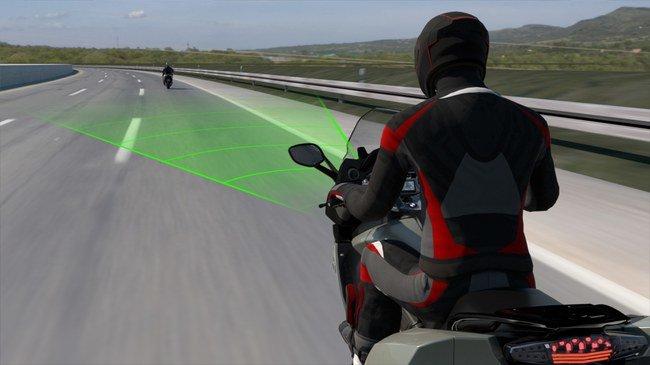 BMW motociklai turės išmaniąją traukos kontrolę