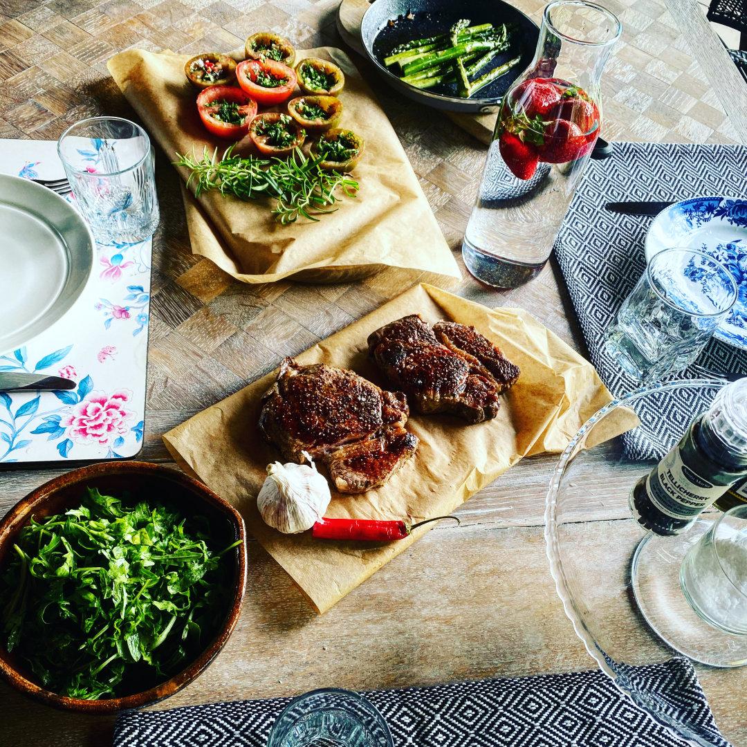 """""""30 geriausių restoranų Lietuvoje"""": kaip pasigaminti restoranų patiekalus namuose"""
