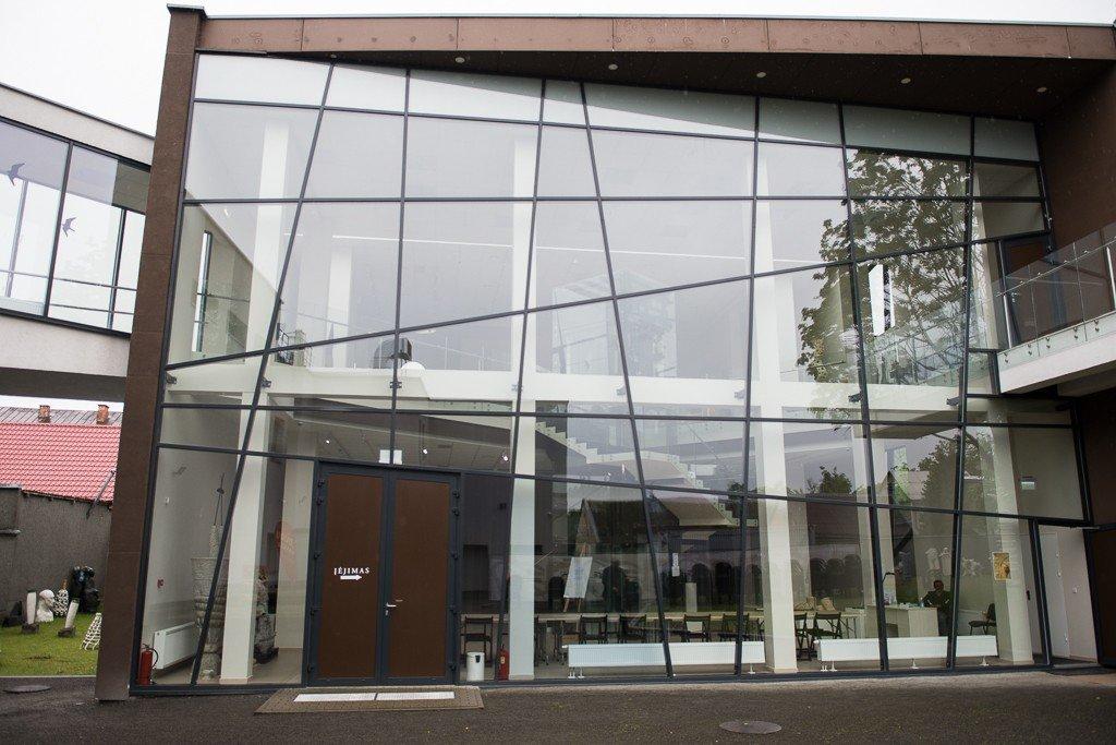 Panevėžio dailės galerija atveria duris ir lankytojus sutinka naujomis parodomis