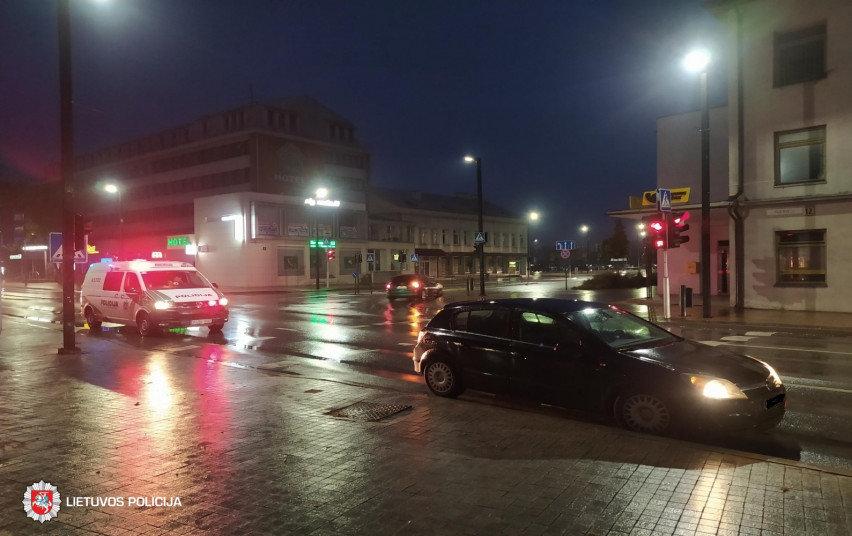"""Alytuje, Pulko ir Jotvingių gatvių sankryžoje, automobiliu """"Opel Astra"""" kliudyta pėsčioji."""