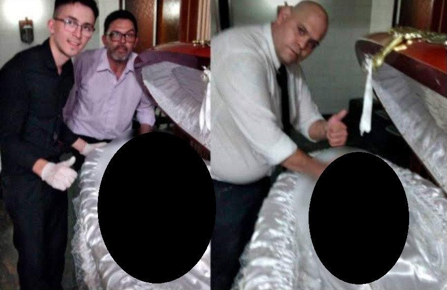 Šermenyse dirbę vyrai fotografavosi šalia D.Maradonos kūno