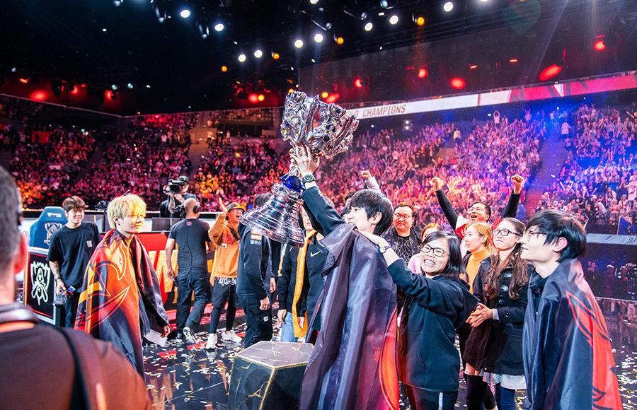 """""""FunPlus Phoenix"""" triumfas 2019-ųjų pasaulio čempionate"""