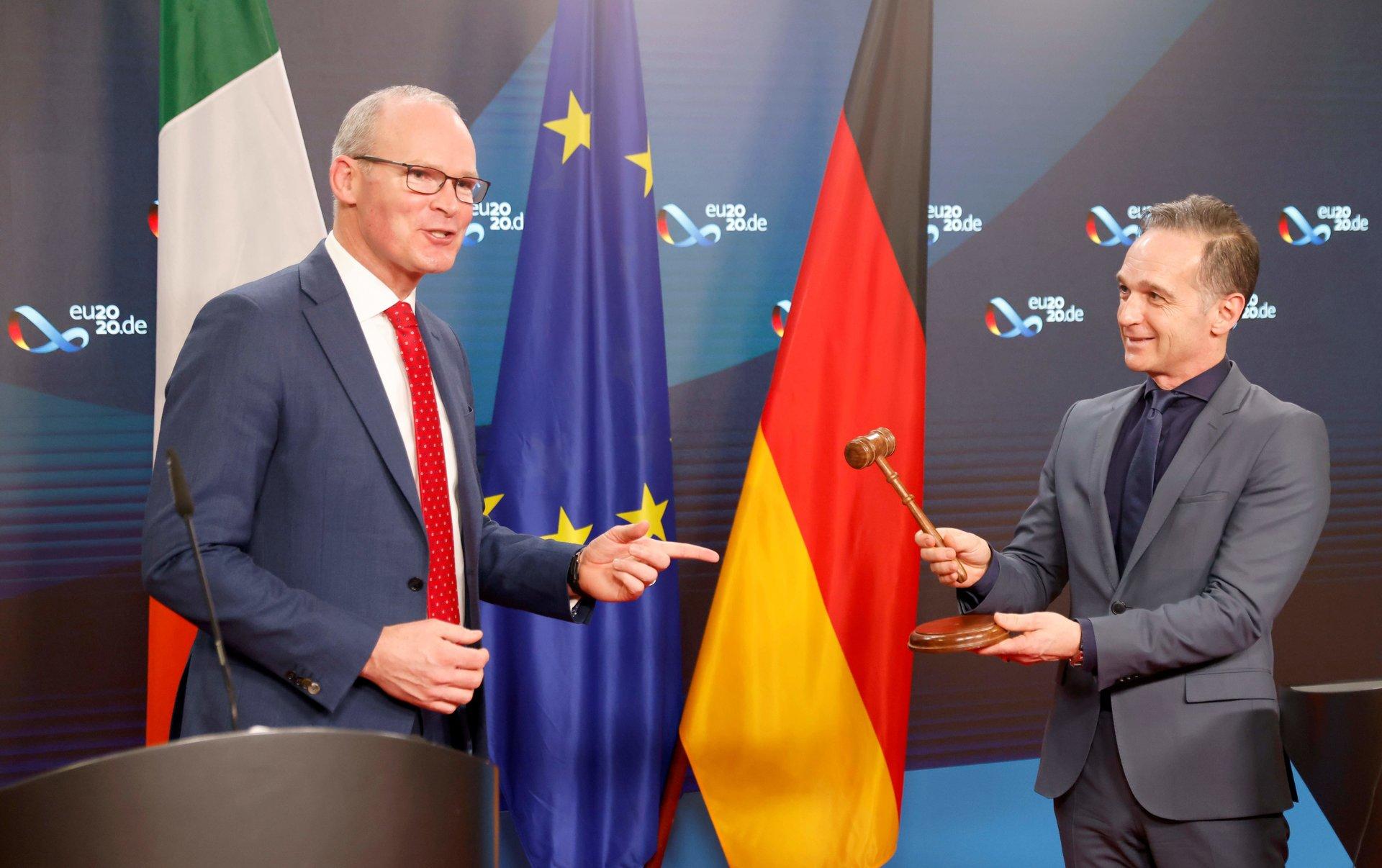 """ES lyderiai pasirašė prekybos susitarimą su Britanija po """"Brexit"""" - DELFI"""