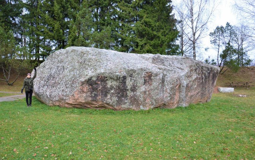 Puokės (Barstyčių) akmuo