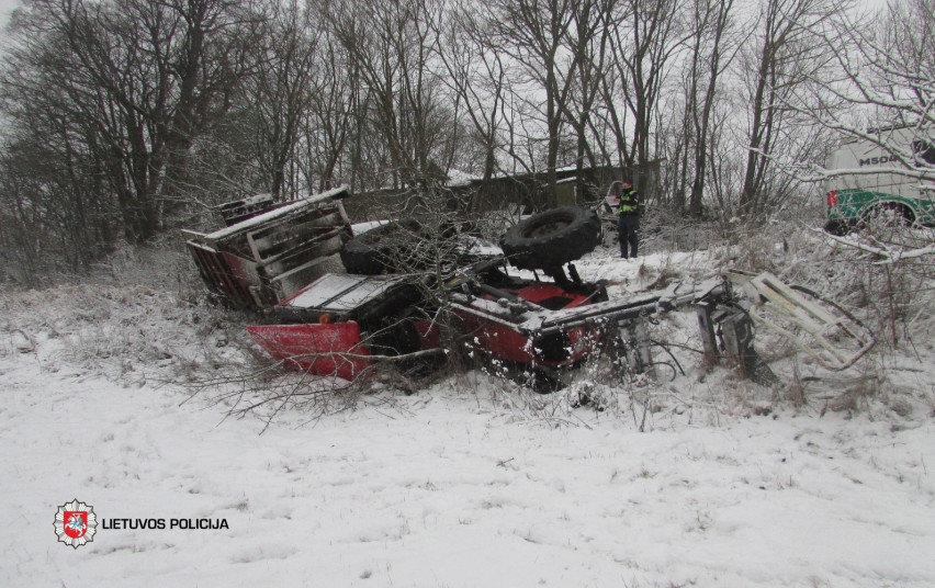 Traktoriaus avarija Pakalnių kaime