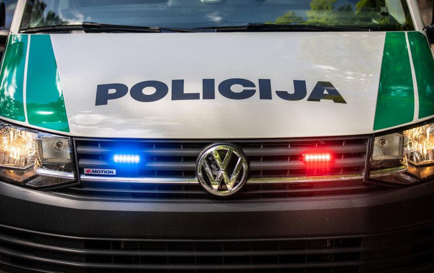 Policijos pareigūnų dėmesio Rietavo savivaldybėje sulaukė jaunuoliai, nepaisę karantino taisyklių.