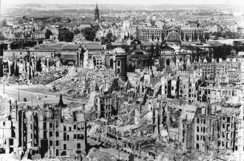 Dresdenas po bombardavimo