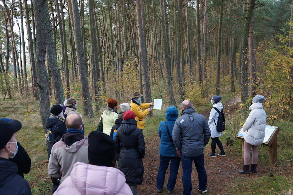 Nidos meno kolonija tęsia Neringos miško architektūros ekskursijų ciklą