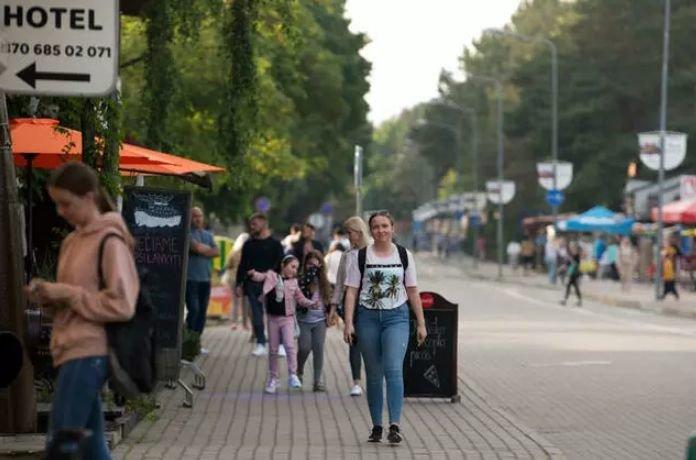 Kopų gatvė Šventojoje primena Jono Basanavičiaus gatvę Palangoje. Ji jau gerokai atgijusi
