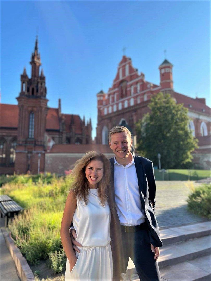 Seimo nariai žada nesikišti į tyrimus dėl R.Šimašiaus žmonos laimėtų konkursų, bet kontroliuos