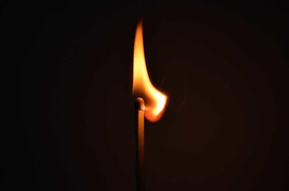 Konteinerį, o vėliau ir namą Kelmėje padegęs vyras suimtas mėnesiui