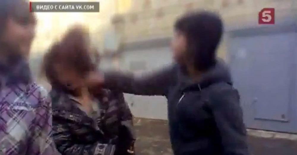 юными порновидео девочками над издевательства