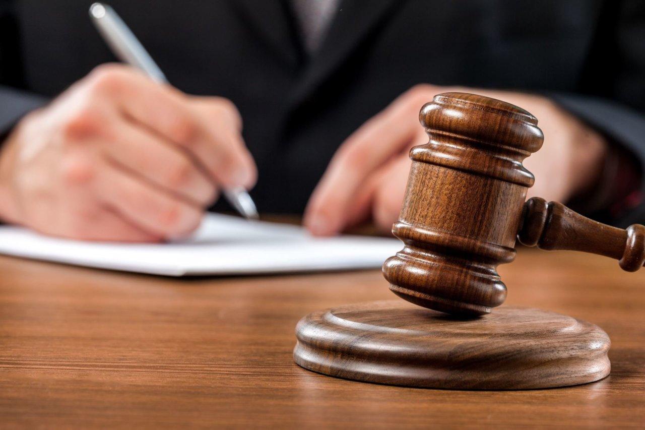 """Advokatas neigia korupciją Raseinių savivaldybės byloje: """"Seniai pažįstami, draugauja šeimomis"""""""