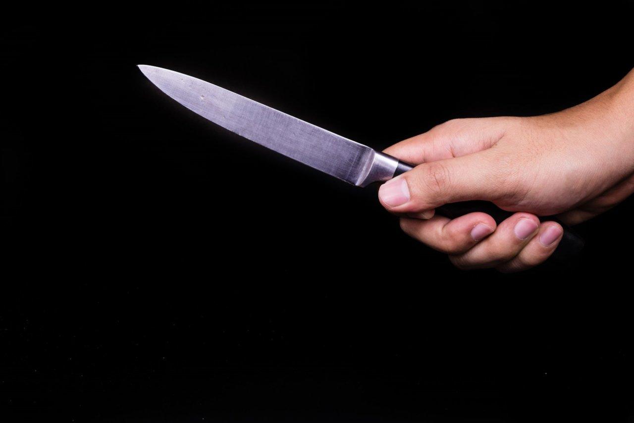 Utenoje medikams pristatytas peiliu sužalotas vyras