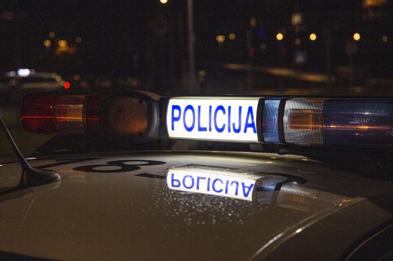 Vilniuje metalo vagims tvora – ne kliūtis: per naktinį vizitą įsibrovėliai ją išardė